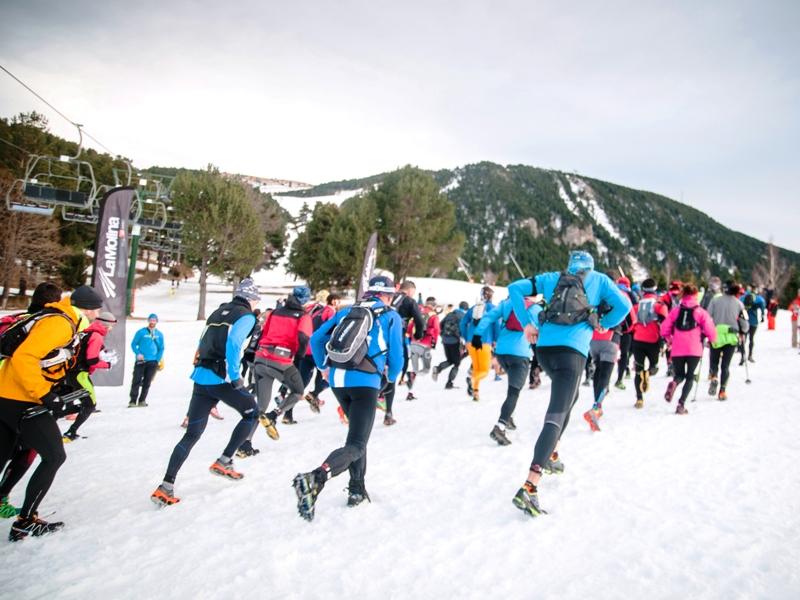 La salida de la edición del pasado año de la Dark Polar Race de La Molina. Crédito: Arnau Jaumira