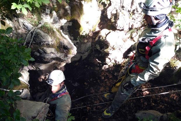 Especialistas de Montaña de la Guardia Civil rescatan a un espeleólogo francés en Navarra