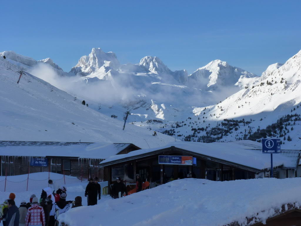 Astún imagen montañas nevadas