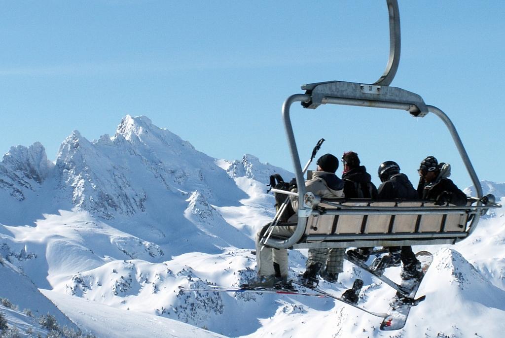 Montañas nevadas en Ax 3 Domaines