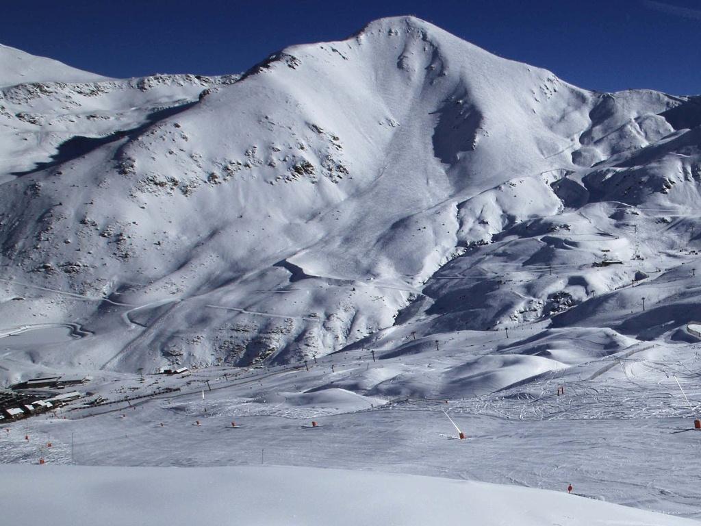 Boí, panorama montañas nevadas