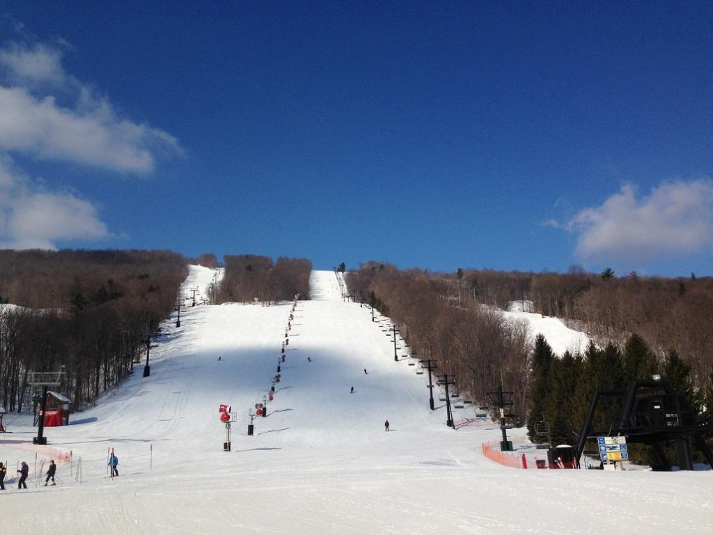 Esquiando en Bristol Mountain