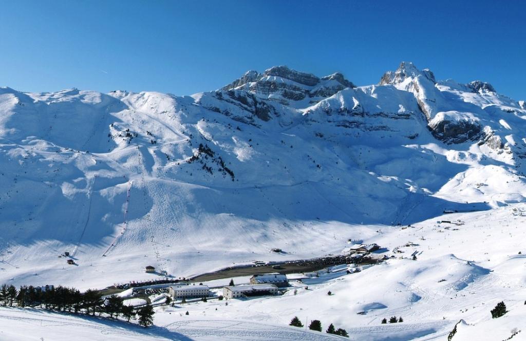 Vista general estación esquí Candanchú