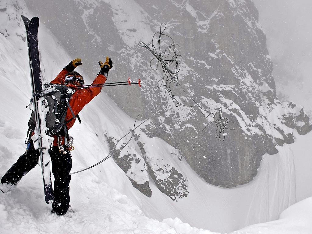 Preparando el descenso en Rápel del couloir de La Voute