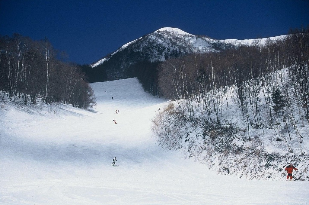 Esquiando en Iizuna Resort