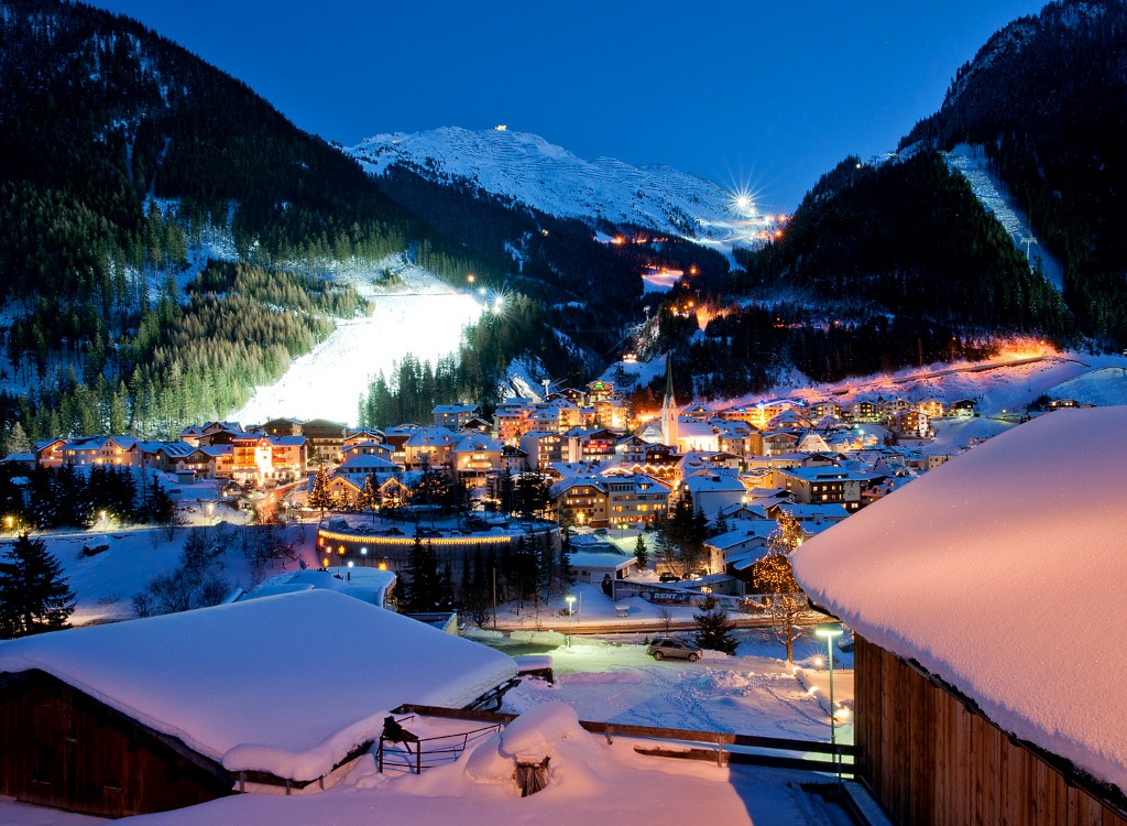 Magnífica imagen nocturna de Ischgl