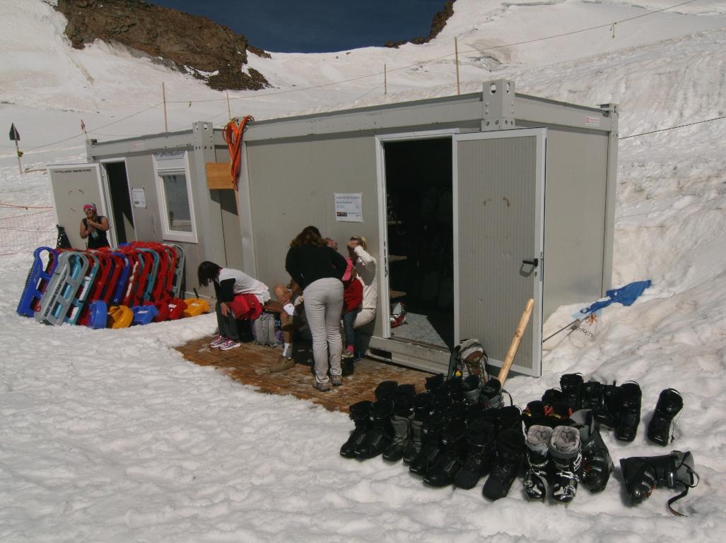 Imagen de las pequeñas instalaciones de la pista de esquí de la Jungfrau, foto Lugares de Nieve