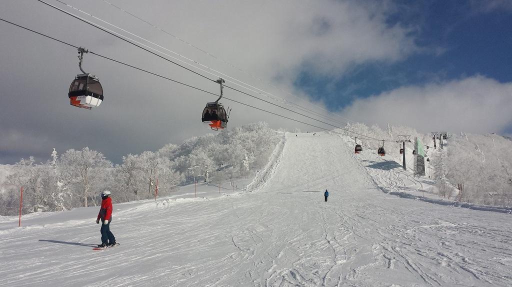 Esquiando en Kiroro Snow World