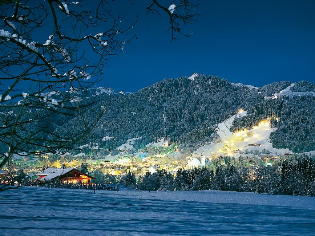 Paisaje nocturno de Kitzbühel