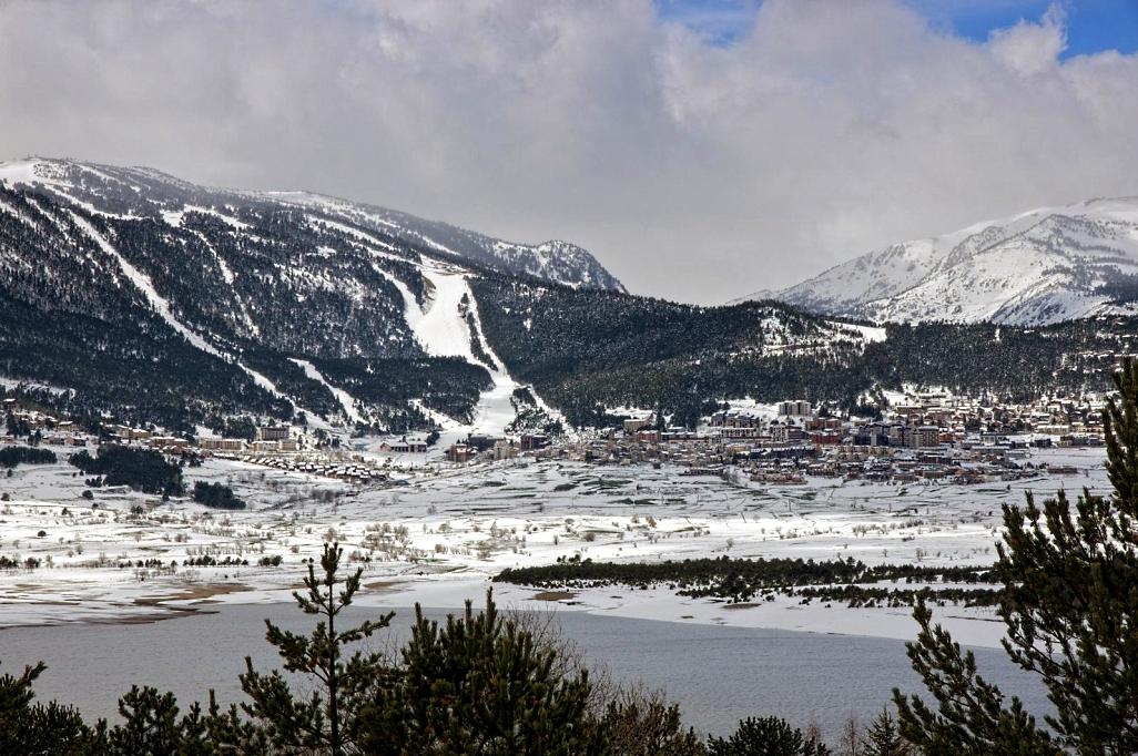 Les Angles población y estación de esquí del Pirineo Oriental
