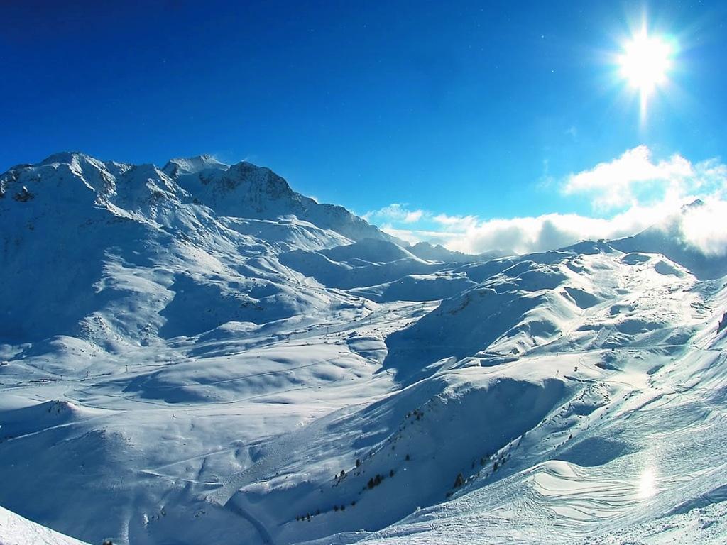 Magníficas montañas nevadas en Les Arcs