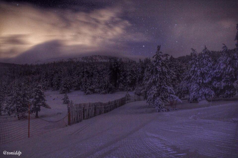 Bonita imagen nocturna de Lles de Cerdanya, imagen de Toni Artigues