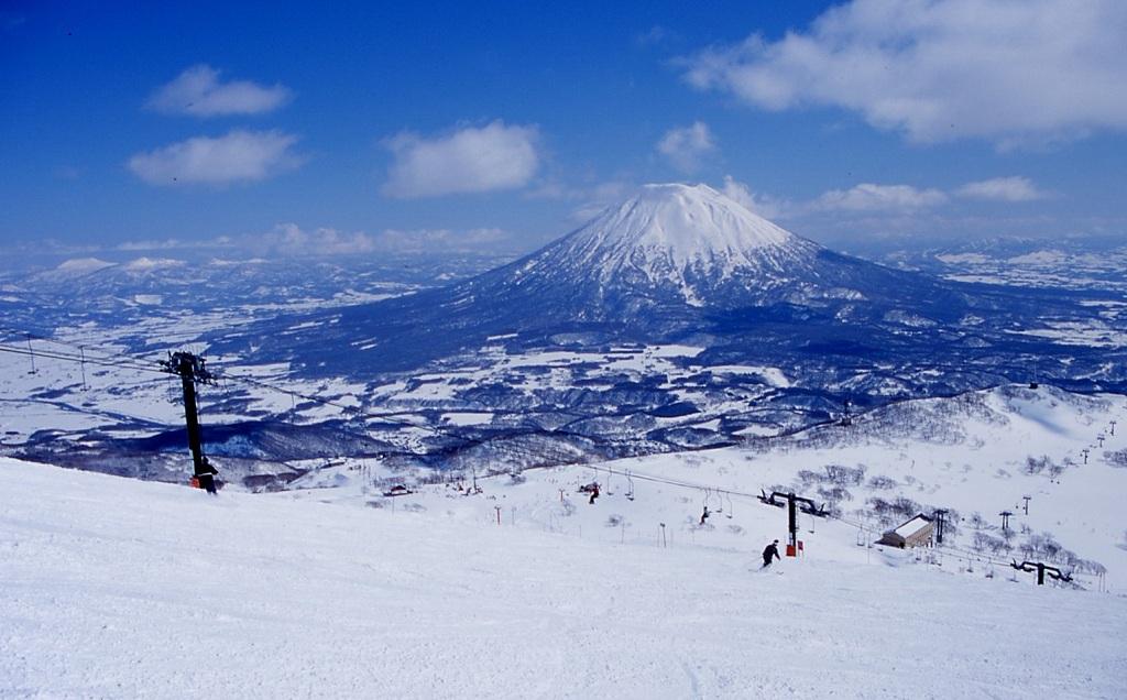 Esquiando en Niseko con vistas al Mt. Yotei