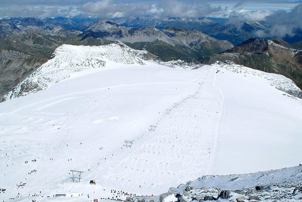 Imagen del Passo dello Stelvio el día 27 de junio del 2013, percto estado de la nieve