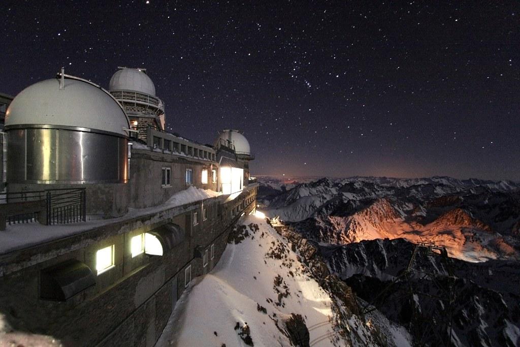 Bonita imagen nocturna del Pic du Midi