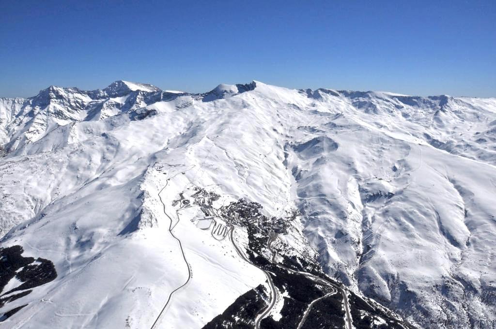 Imagen aérea de Sierra Nevada en febrero del 2013