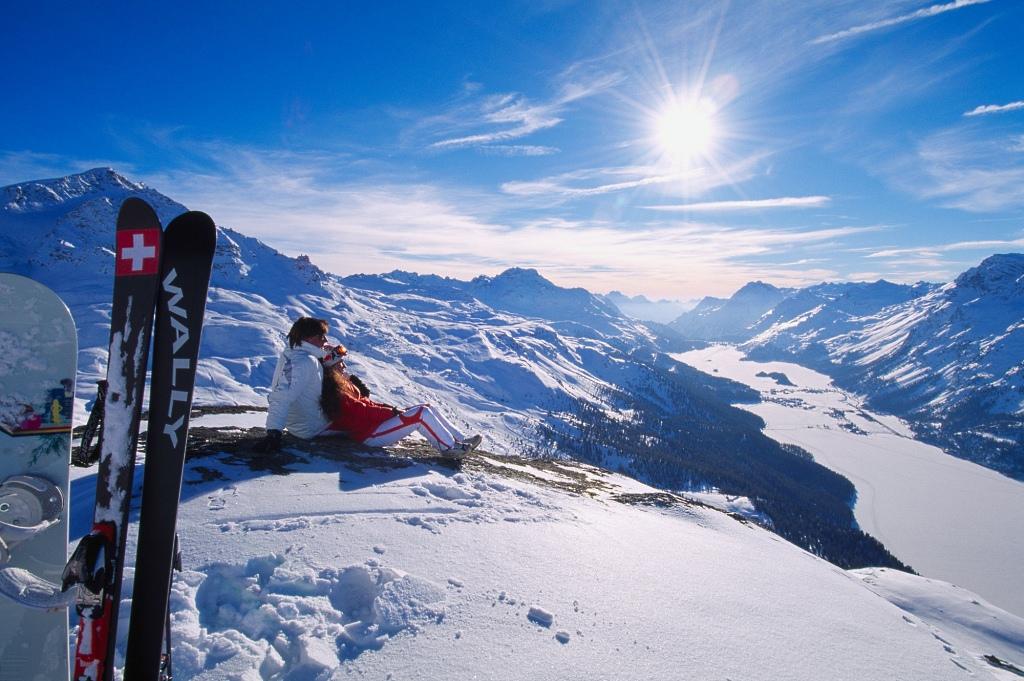 Maravilloso panorama de esquí en St.Moritz, Suiza