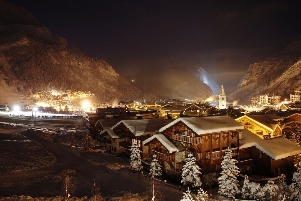Bonita imagen nocturna de Val d'Isère