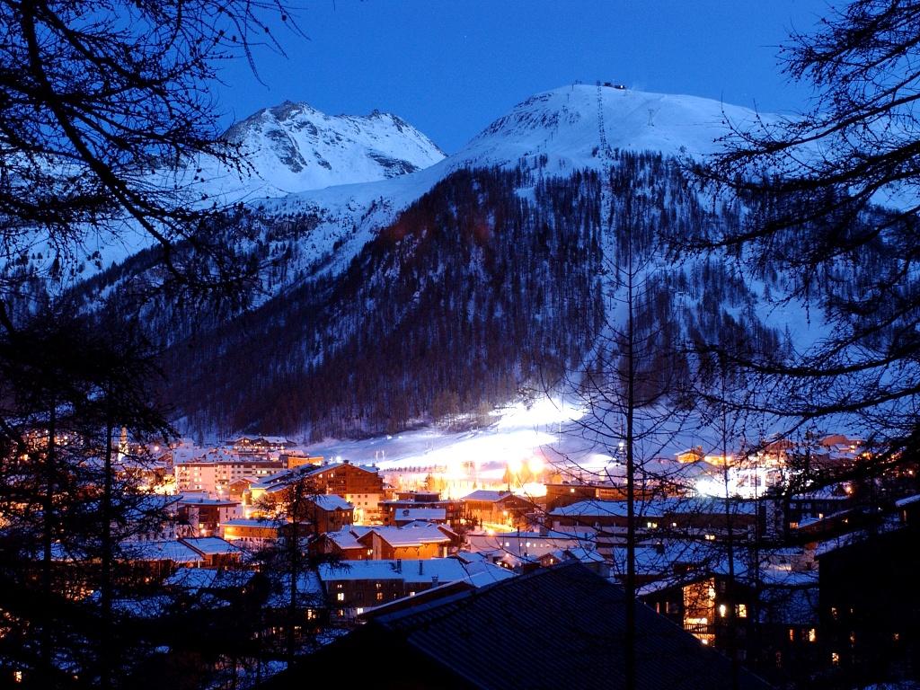Bonita estampa nocturna de Val d'Isere