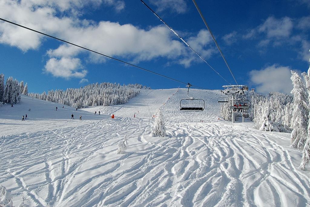 Panorama nevado en las pistas Valberg, Alpes Marítimos