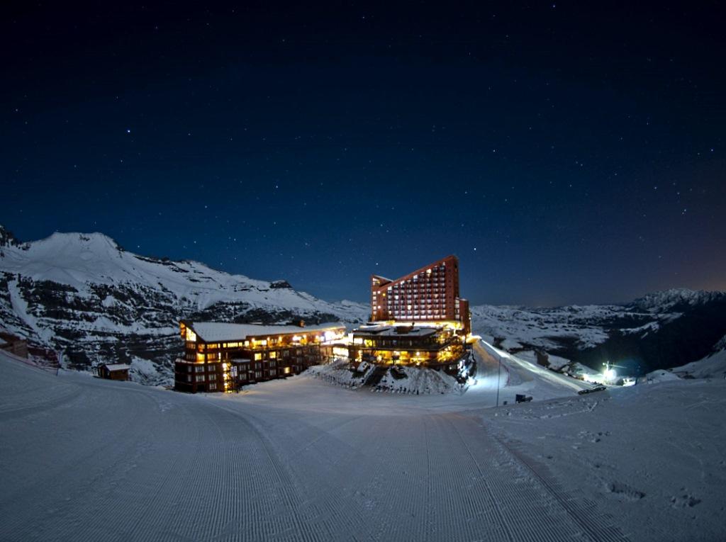 Imagen nocturna de Valle Nevado, imagen gentileza de Valle Nevado Resort