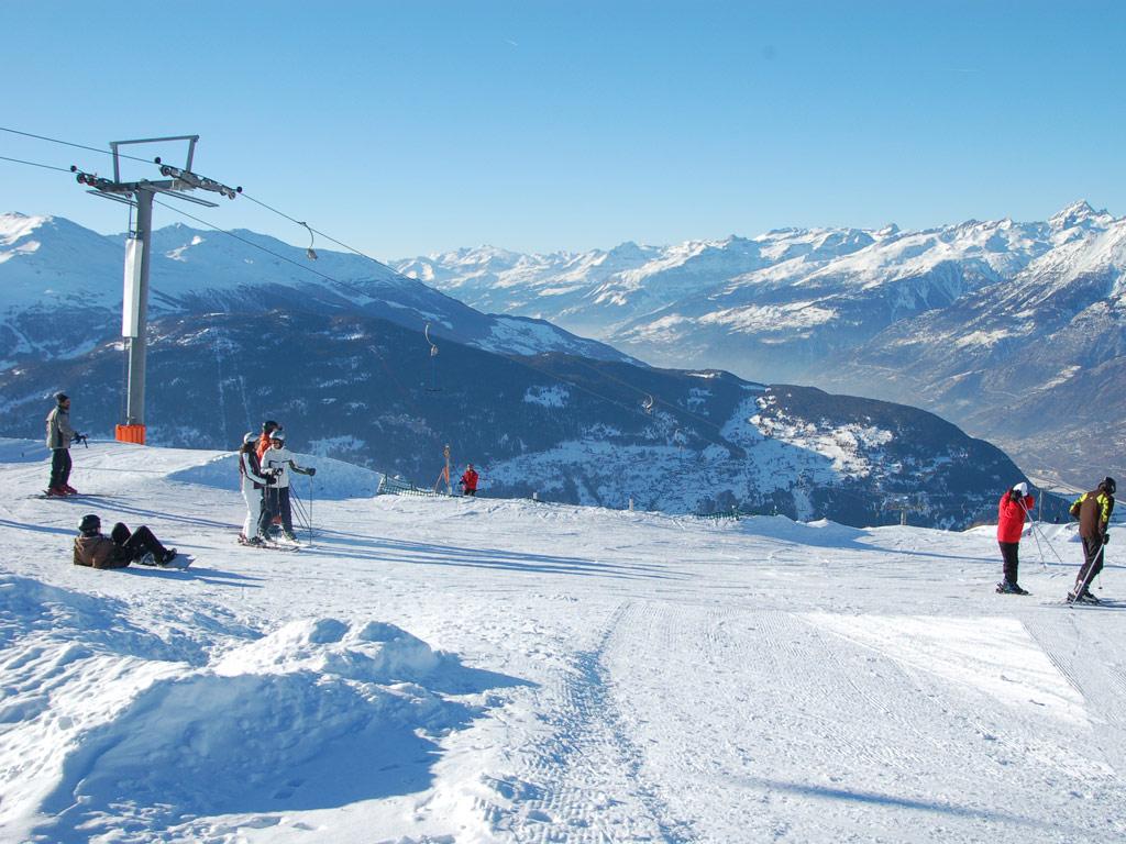 Disfrutando de un día de esquí en Visperterminen