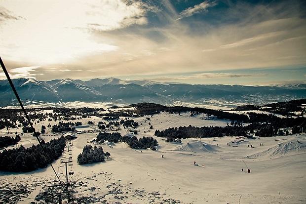 Vista general de la cerdeña desde Font-Romeu (Pirineos Orientales) Foto archivo: Lugares de Nieve