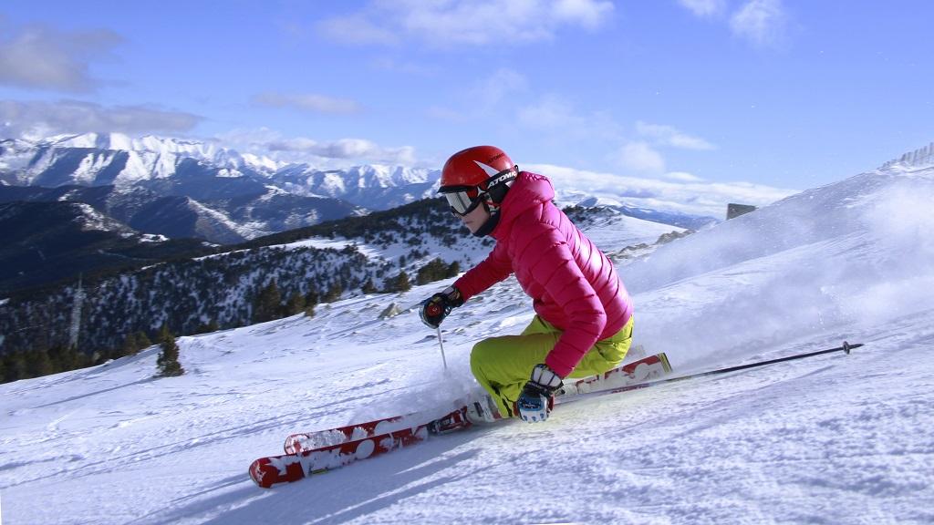 532102b356 Todos los trucos para guardar tu ropa de esquí limpia y reluciente ...