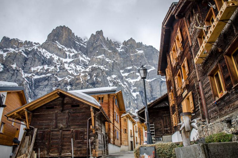 Leukerbad con la montaña al fondo