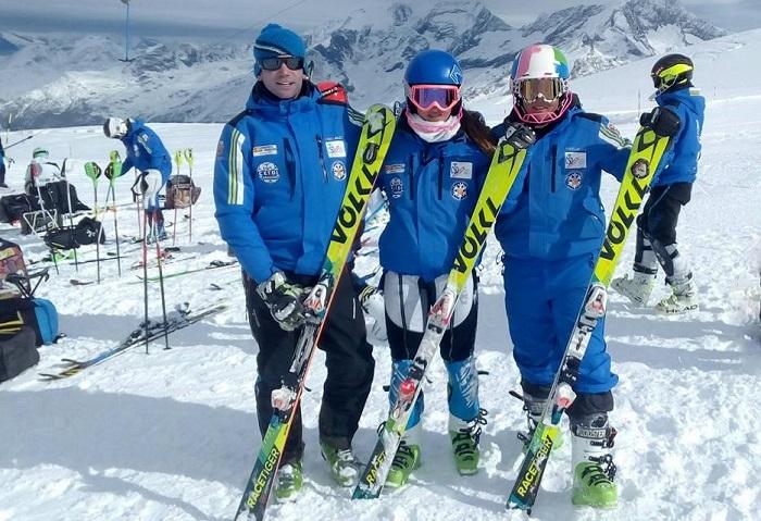 Marcos Armesto, entrenador del CETDI con Sofía Gandarias e Irati Bello