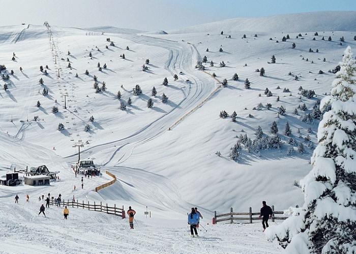 Alp 2000 es el dominio esquiable que resulta de la unión de la molina y Masella con 141 km de pistas