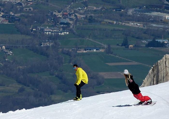 Pista de esquí en Masella. Haciendo snowboard