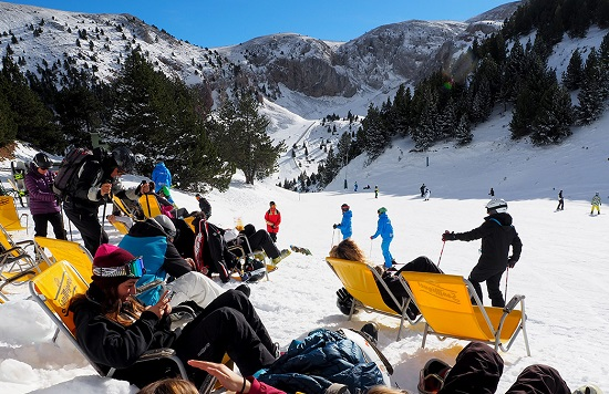 En primavera, el sol es el gran protagonista de muy buenos días de esquí. Foto archivo Masella