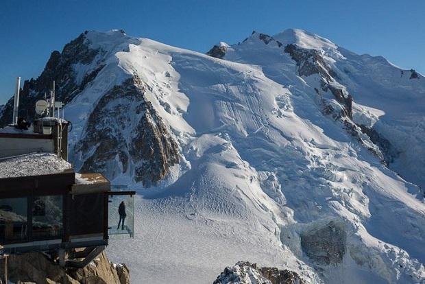 El macizo del Mont Blanc desde el Pic du Midi y el mirador acristalado