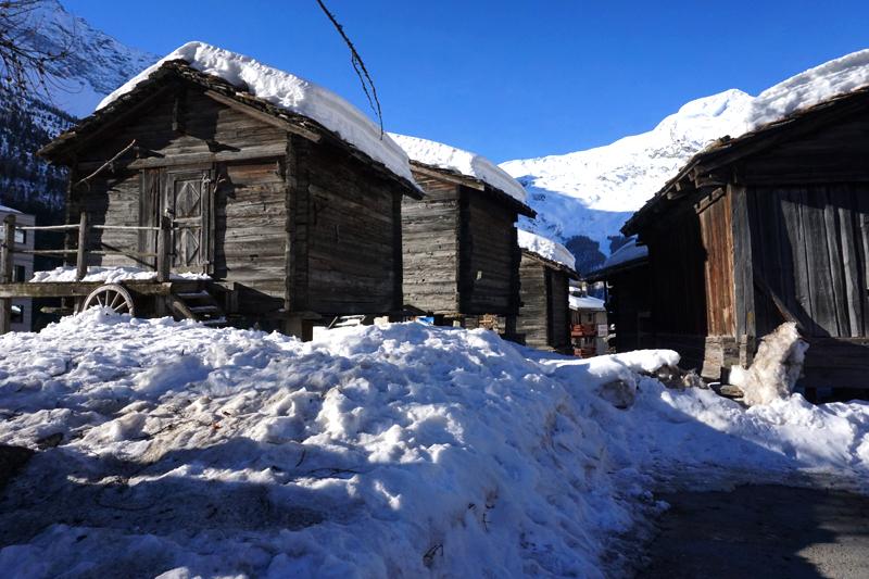 Construcciones típicas de Suiza en Saas-Fee