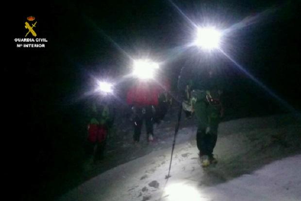 Rescate nocturno por miembros del GREIM de la Guardia Civil. Foto archivo: Mº de Interior/Guardia Civil
