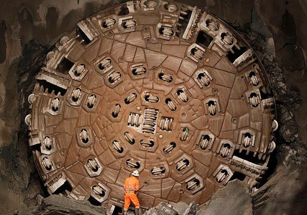 Sissi, una de las 4 tuneladoras utilizadas para penetrar las entrañas de los Alpes Img; Christian Hartmann/AP Photo