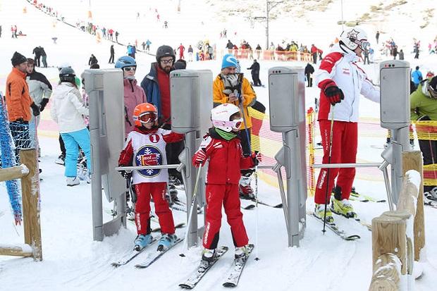 Después del caos inicial, se pudo esquiar en San Isidro el día del Padre. Imagen de archivo