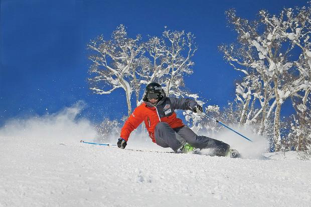 Un profesor disfrutando del esquí en Niseko (Japón)