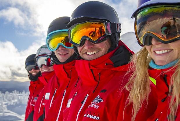 Las estaciones japonesas buscan profesores de esquí desesperadamente mientras el Gobierno pone trabas
