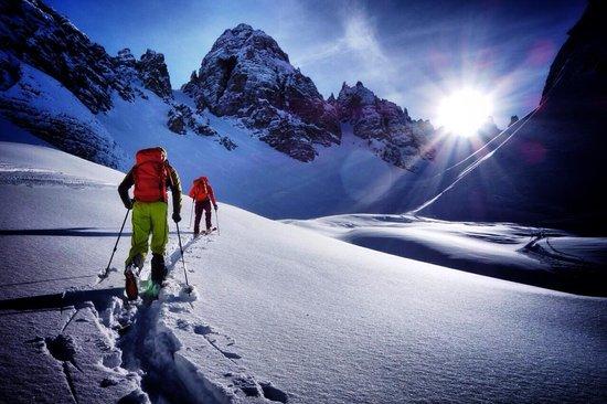 El esquí de montaña es una buena alternativa a cierre y aún habrá de dar muchas alegrías a los que lo practican
