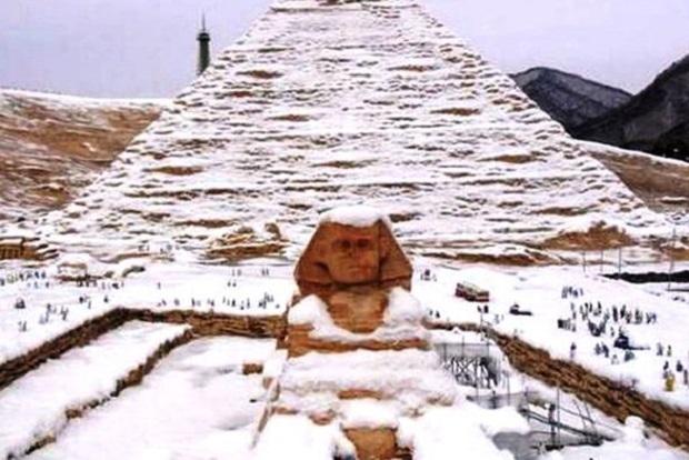 Imagen de las falsas pirámides nevadas que engañaron al mundo