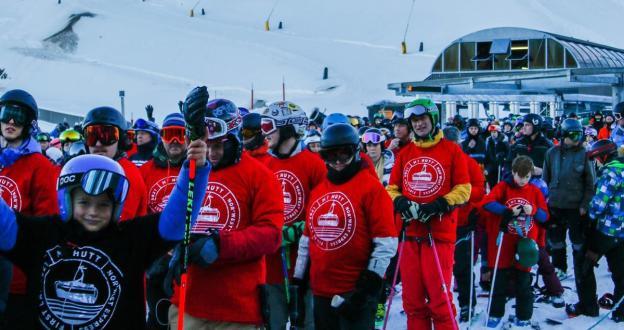 Empieza la temporada de esquí en Nueva Zelanda y Australia con nieve, esquiadores e incertidumbre