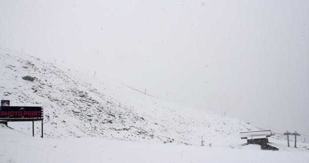 Imágenes y vídeo de la primera nevada de la temporada en Sierra Nevada