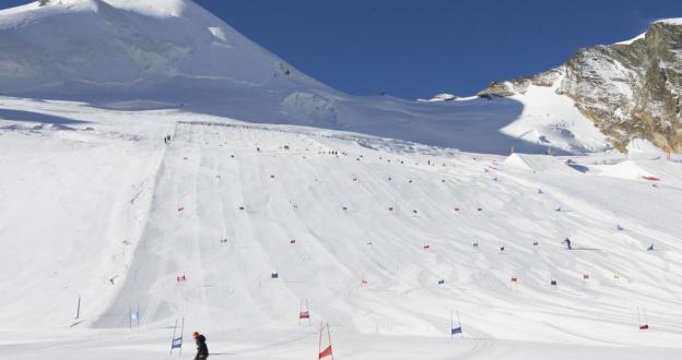 Saas-Fee abre su glaciar para el esquí de verano el 11 de julio con 20 km esquiables