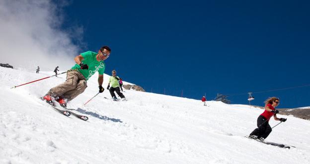 Hasta 450 cm de nieve en los glaciares alpinos para el esquí de verano más esperado