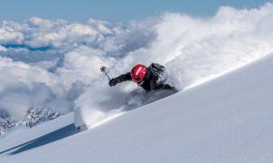 El esquí en el cráter de un volcán de Chile pone fin a South Lines de Aymar Navarro y Txema Trull