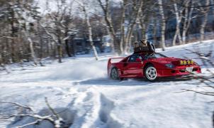 Mira hasta dónde puede llegar un Ferrari F40 en una pista de esquí