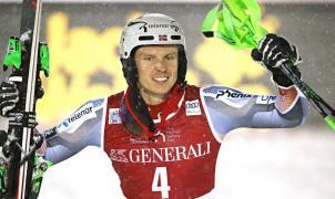 El esquiador noruego Henrik Kristoffersen coge el testigo de Hischer y vence en el slalom de Levi