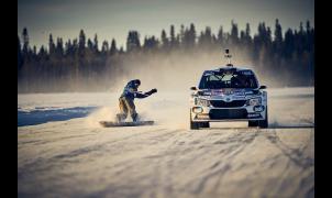¿Qué pasa cuando se encuentran un snowboarder profesional y un piloto de rallies en Laponia?